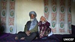 سید محمد ۵۵ ساله با روشن همسر ۱۱ ساله اش، سید محمد از همسر اولش سه پسر و یک دختر دارد