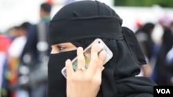 به گفته خالد الثقابی برخی از زنان، عمدا شوهران خود را تحریک می کنند که آنها را کتک بزنند.