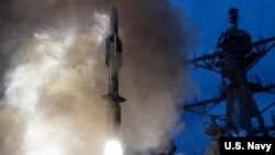 지난 2014년 6월 미 국방부가 USS 존 폴 구축함에서 해상 미사일 SM-6 발사 시험을 실시했다. 사진 출처 = 미 국방부.