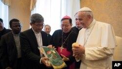 教宗方濟各在梵蒂岡會見台灣教會合作協會代表團 (資料照片)