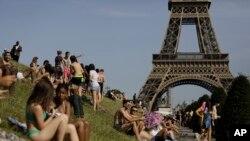 ورلڈ اکنامک فورم کی جارہ کردہ فہرست کے مطابق فرانس سیاحت کے لیے پسندیدہ ممالک میں دوسرے نمبر پر ہے (فائل فوٹو)