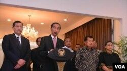 Presiden Joko Widodo menyampaikan hasil KTT ASEAN-AS di bandara Halim Perdanakusuma, Jakarta, 19 Februari 2016.(Foto: biropers/kepres)