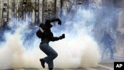 بچت اقدامات کے خلاف یونان میں مظاہرے، جھڑپیں