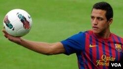 Sánchez dijo estar consciente de que no formará parte del once titular, pero que espera aprender de los mejores.