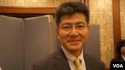 今年结束在北京研究回国的东京大学大学院法学政治教授高原明生(美国之音歌篮拍摄)
