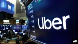 Logo Uber di lantai bursa New York Stock Exchange, 30 Mei 2019. (Foto: dok).