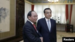 Trong cuộc gặp với Thủ tướng Nguyễn Xuân Phúc, ông Lý Khắc Cường đã kêu gọi Việt Nam 'phối hợp với Trung Quốc cùng bảo vệ hòa bình và ổn định ở biển Đông'. (Ảnh tư liệu)