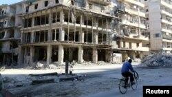 Edificios destruídos en Alepo, Siria, muestran el resultado del intenso bombardeo por parte de fuerzas sirias y rusas.