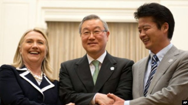 U.S. Secretary of State Hillary Rodham Clinton, left, South Korean Foreign Minister Kim Sung-hwan, center, and Japanese Foreign Minister Koichiro Gemba shake hands before their trilateral meeting during the ASEAN Regional forum in Phnom Penh, Cambodia, Ju