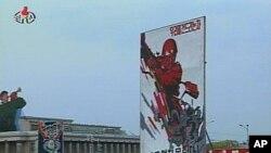 평양 김일성광장에서 열린 `이명박 패당을 죽탕쳐버리기 위한 평양시 군민대회' 생중계 장면 (조선중앙TV)