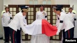 Linh cữu của ông Lý Quang Diệu được quàn tại trụ sở Quốc hội Singapore cho tới ngày thứ Bảy để công chúng đến viếng.