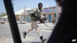 Lực lượng Liên Hiệp Châu Phi, AMISOM, xác nhận tin các binh sĩ chính phủ Somalia đã tái chiếm các thị trấn Awdhegle và Mubarak.