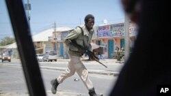 Mwanajeshi wa serikali ya Somalia katika mapambano na Alshabab.