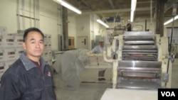 Menurut Tim Louie, pemilik paberik Chong Tsue, sekitar 25 persen bisnisnya adalah memproduksi kue keberuntungan.