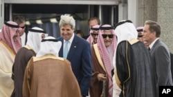 沙特阿拉伯外交大臣迎接美国国务卿(2014年9月11日)
