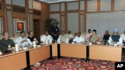 بھارتی وزیراعظم من موہن سنگھ نیو دلی میں جمو اور کشمیر کے مسئلے پر بدھ 15 ستمبر کو آل پارٹیز کانفرنس کی صدارت کرتے ہوئے۔ پی آئی بی، انڈیا