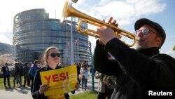 A fines de marzo el Parlamento Europeo aprobó la nueva norma que busca dar solución al polémico tema que se discute desde 2016.