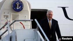 美国国务卿蒂勒森抵达埃塞尔比亚首都亚的斯亚贝巴国际机场,开始了他为期6天的非洲之行。(2018年3月7日)