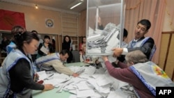 Kırgızistan'da Sandıklar Kapandı