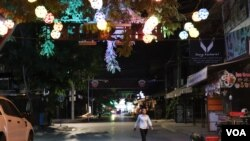 A woman walks along the once-popular Pub Street in Siem Reap, Cambodia, May 9, 2020. (Phorn Bopha/VOA Khmer)