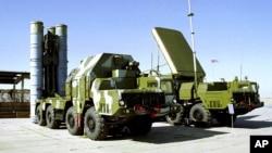 Sistem pertahanan rudal anti pesawat S-300 buatan Rusia yang dipesan Iran tahun 2010, namun kemudian dibatalkan (foto: dok).