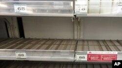 Les cosommateurs se sont rués sur les bouteilles d'eau vendues dans les commerces