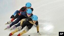 Vận động viên Kei Saito của Nhật Bản đang dẫn đầu trong cuộc đua trượt băng tốc độ 1000 mét tại Innsbruck, Áo (ảnh tư liệu ngày 18/1/2012).