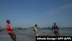 Moçambique, pescadores em Paquitequete, Pemba, província moçambicana de Cabo Delgado