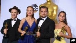 """Mark Rylance pemenang peran pendukung dalam """"Bridge of Spies"""" bersama Alicia Vikander dan pemenang lainnya"""
