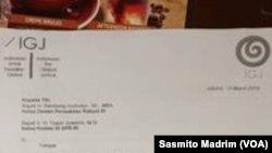 Surat yang dikirim koalisi masyarakat sipil ke DPR. (Foto: VOA/Sasmito Madrim)