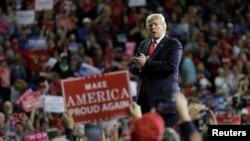 도널드 트럼프 미국 대통령이 지난 6일 캔자스주 토피카에서 열린 공화당 선거유세에 참석했다.