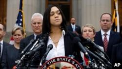 美國巴爾的摩市首席檢察官宣布,對逮捕弗雷迪 . 格雷 的六名警察提出刑事指控。