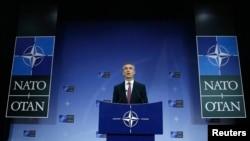 Sekjen NATO Jens Stoltenberg berbicara dalam KTT menlu negara-negara NATO di Brussels 2/12/2014. Stoltenberg menuduh Rusia telah melanggar gencatan senjata dengan Ukraina setelah Rusia mengirim kembali militer ke wilayah Ukraina.