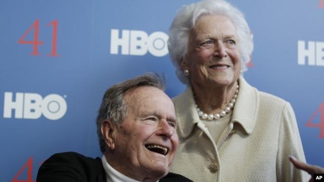 Cựu Tổng thống George H.W. Bush và phu nhân