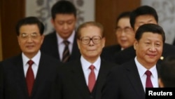 China's President Xi Jinping (R) walks with retired leaders Jiang Zemin (C) and Hu Jintao (L) as they arrive at the National Day Reception. REUTERS/China Daily