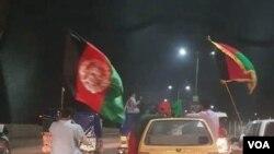 پشاور میں افغان نوجوان اپنے ملک کا یوم آزادی منا رہے ہیں