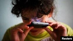 La aplicación telefónica denominada PEEK ayuda a diagnosticar cataratas y otras enfermedades.