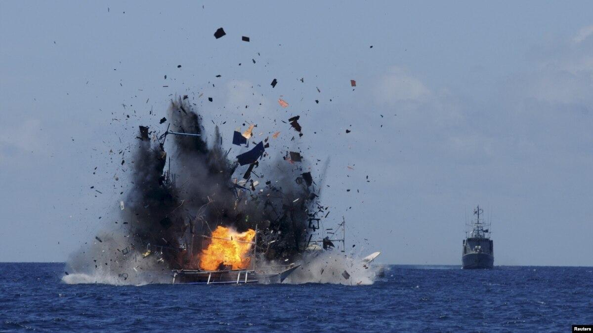Việt Nam 'câm lặng' về vụ đốt tàu