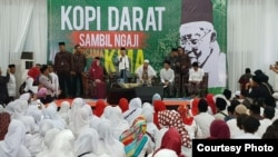 "Cawapres Ma'ruf Amin dalam kunjungan ke Ponpes Nur Antika, Tigaraksa, Banten, Jum'at (18/1) menegaskan siap jadi ""alat"" untuk kebaikan. (Courtesy: TKN Jokowi-Amin)."
