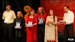 'فیض احمد فیض' کی کتابیں اب سندھی زبان میں