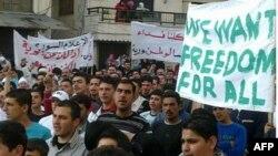 Suriye'de Üç Gösterici Öldürüldü