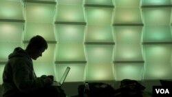 Un 69% de los adolescentes ven a la mayoría de sus colegas cibernautas como bondadosos.