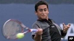 Petenis Spanyol Nicolas Almagro memastikan maju ke babak semifinal Turnamen Stockholm Terbuka setelah mengalahkan Lleyton Hewitt
