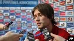 Kapten tim Republik Ceko, Tomas Rosicky mengalami cedera otot tumit ketika menang 2-1 atas Yunani tanggal 12 Juni (foto: dok.).