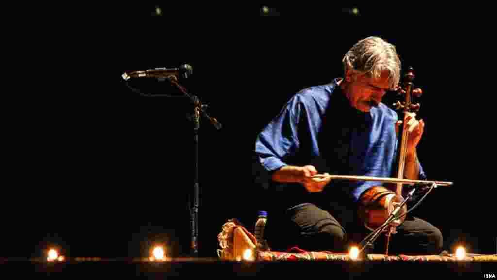 هرچند کنسرت کیهان کلهر در نیشابور لغو شد اما او در این هفته توانست در یزد کنسرتش را برگزار کند. عکس: امیر حسن زاده، ایسنا