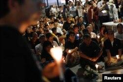 29일 홍콩 시민들이 반체제 인사 류샤오보의 완전 석방 등을 중국 정부에 요구하는 촛불집회를 열고있다.