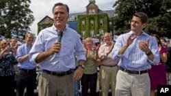Capres partai Republik Mitt Romney dan Cawapres Paul Ryan dalam kampanye di kota Manchester, negara bagian New Hampshire (20/8).