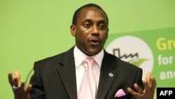 Le 3ème homme, Kandeh Yumkella, lors d'une conférence de presse à Vienne, le 7 décembre 2009.