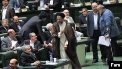 محمود علوی، وزیر اطلاعات ایران در صحن مجلس