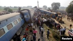 인도에서 20일 열차 탈선 사고가 발생해 생존자 구조작업이 진행되고 있다.